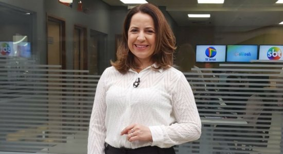 Apresentadora do TV Jornal Manhã, Aline Souza
