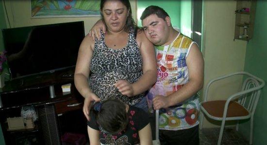 Mãe cria filhos especiais com R$ 500 em Olinda e afirma: ''Não vou desistir dos meus filhos''
