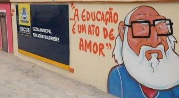 Professores da Rede Municipal de Ensino decretaram greve nesta quarta-feira (11)