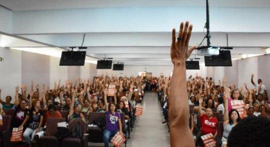 Professores da rede pública do Recife em greve por tempo indeterminado
