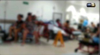 No vídeo gravado por uma acompanhante, é possível ver a superlotação no hospital