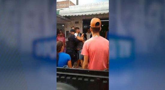Guarda Municipal é acusada de truculência por jovem