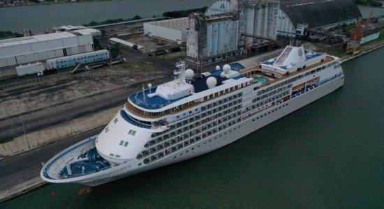 Canadense apresenta sintomas de coronavírus e navio atraca no Recife