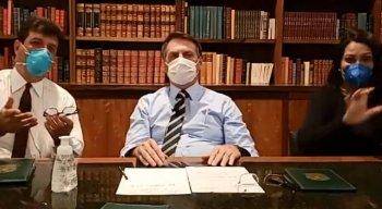 Bolsonaro de máscara durante live