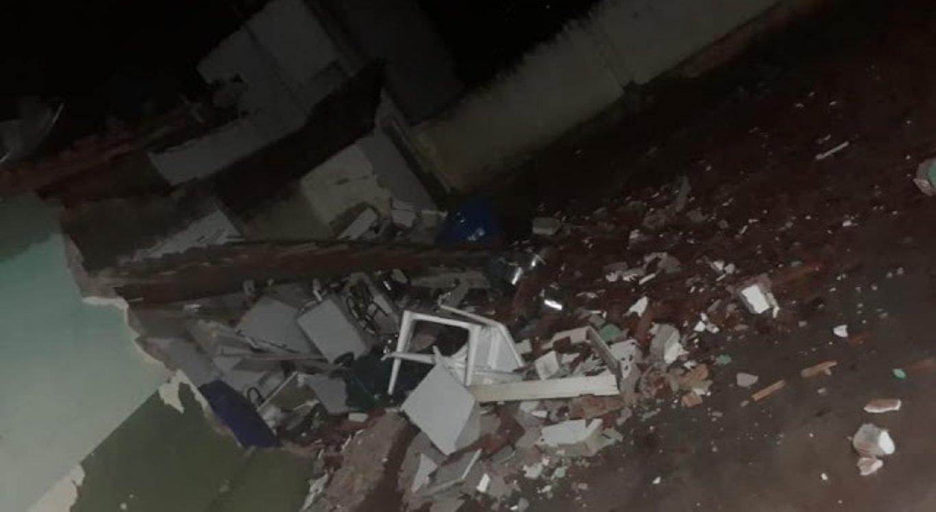 Parte de teto de escola desaba em Belo Jardim