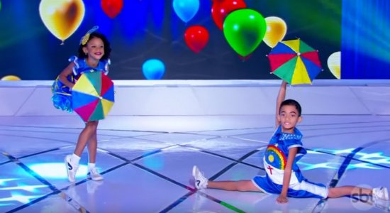 Vídeo: Mini dançarinos de Frevo do Recife encantam Silvio Santos
