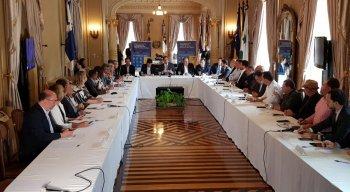 A reunião entre o Governo de Pernambuco, Amupe e os prefeitos da RMR aconteceu nesta segunda-feira (16), no Palácio do Governo
