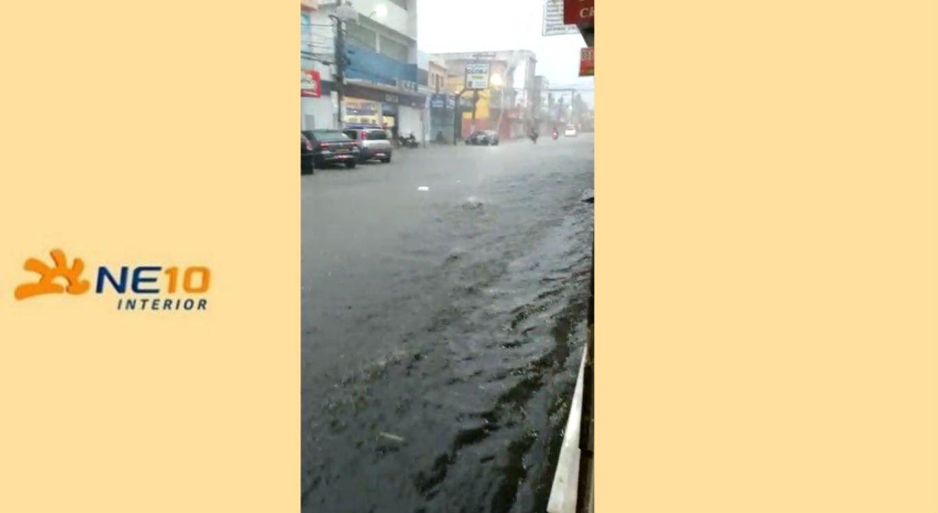Limoeiro foi uma das cidades que registrou chuvas durante o fim de semana