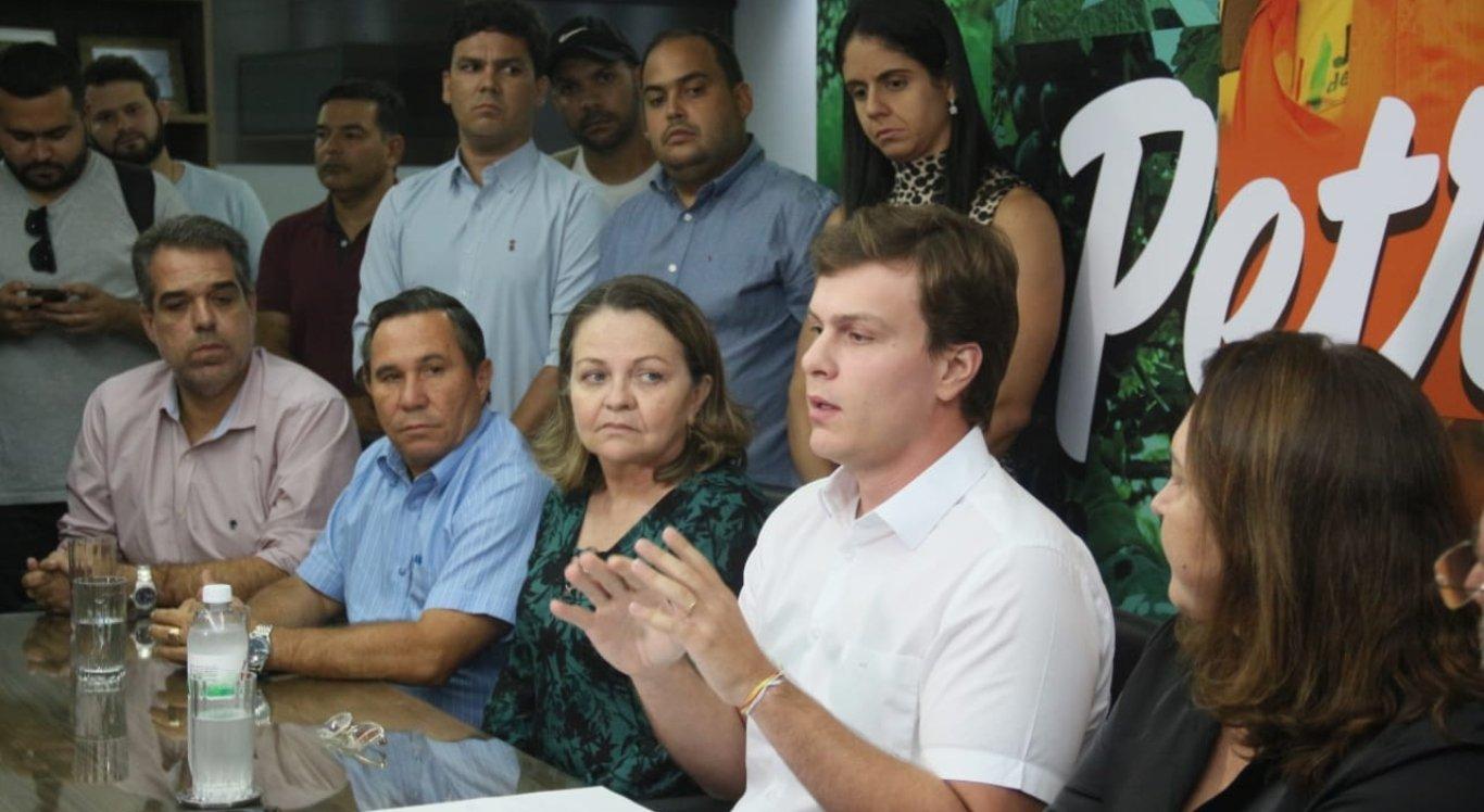 Prefeito Miguel Coelho realizou coletiva