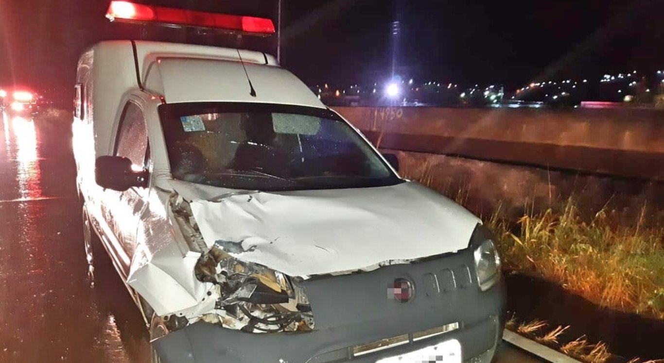 Mulher foi atropelada por ambulância na BR-232