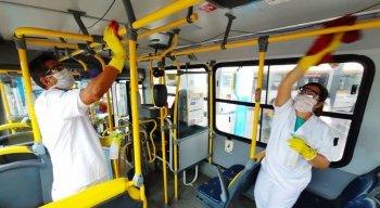 Limpeza nos ônibus nos terminais integrados de Olinda