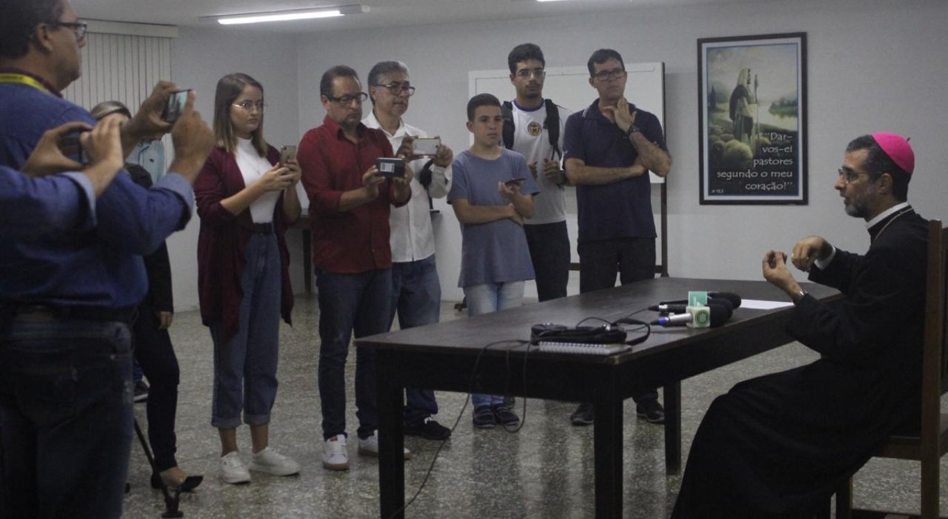 Bispo Dom José Ruy dá orientações contra coronavírus