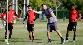 """Preparador físico do Sport, Ricardo Henriques coordenou a construção da """"cartilha"""" de treinos dos jogadores para o período em casa."""