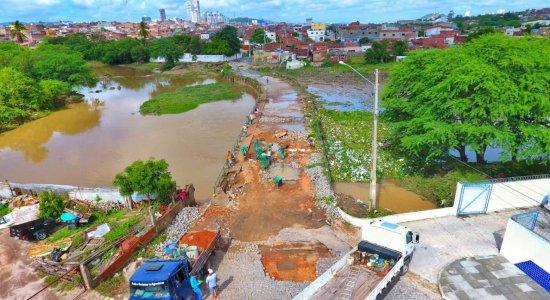 Passagem molhada do bairro das Rendeiras, em Caruaru