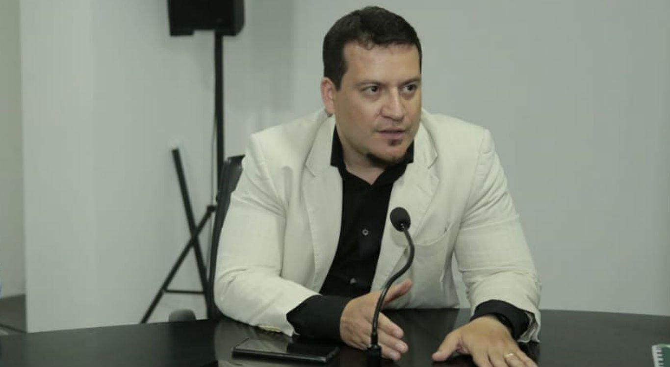 Secretário de Saúde, Francisco Santos