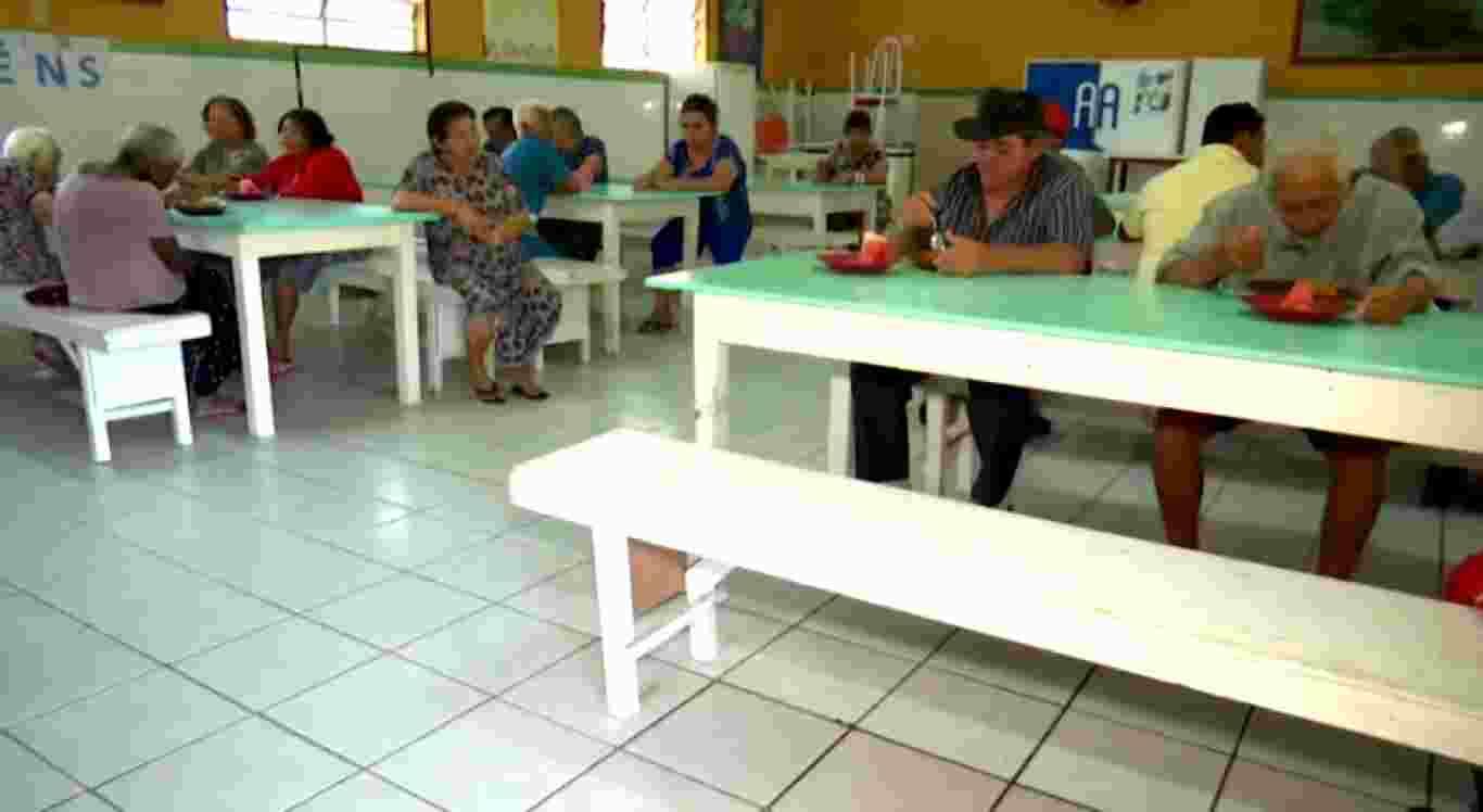 Casa dos Pobres abriga idosos em Caruaru