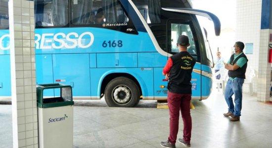 Equipes estão fornecendo orientações aos passageiros