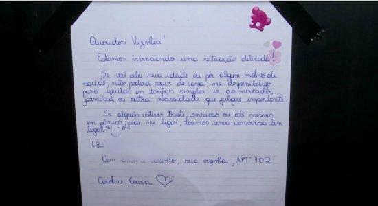 Enfermeira pendura recado solidário em elevador no Recife sobre riscos do coronavírus