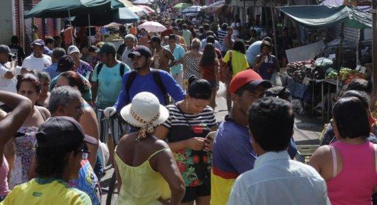Em Jaboatão, população ignora recomendação para evitar aglomerações
