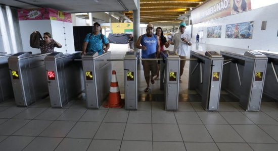 Metrô do Recife ainda não liberou catracas após liminar da Justiça do Trabalho