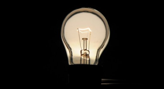 Veja dicas para economizar na conta de luz durante isolamento social
