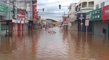 O alagamento aconteceu por conta do transbordamento do Rio Pajeú