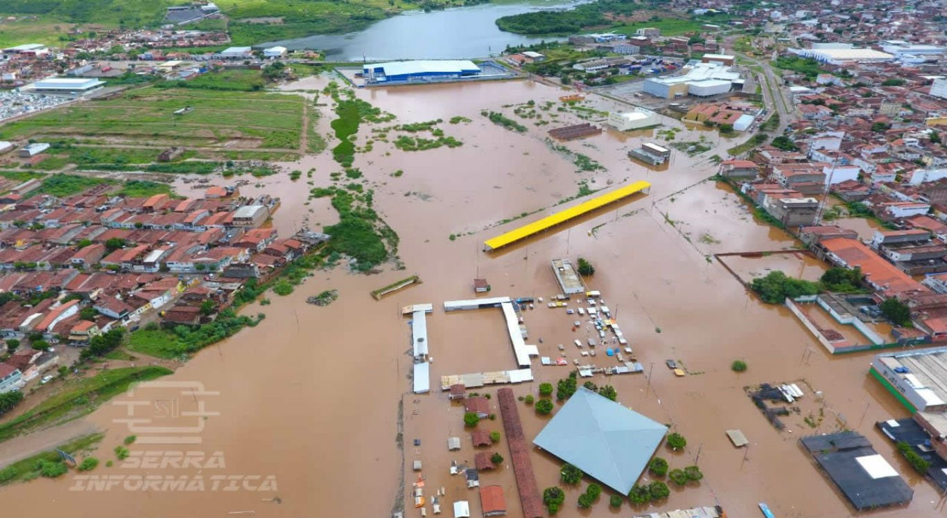 Chuvas deixaram Serra Talhada debaixo d'água