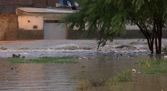 Chuvas causam transtornos em Caruaru