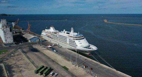 Anvisa autoriza saída de navio atracado no Recife com registro de morte por coronavírus