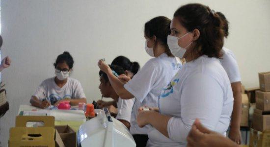 Postos 'delivery' vacinam idosos contra gripe no Recife; saiba os locais
