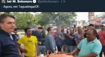 Bolsonaro visitou comerciantes em ruas de Brasília na manhã deste domingo (29)