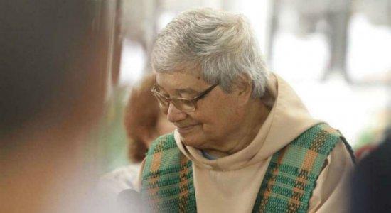 Após morte por mal súbito, Frei Tito é enterrado no Recife