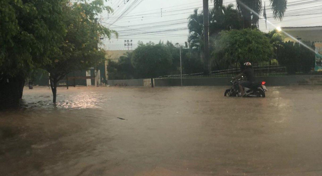 Chuvas causam alagamentos em Arcoverde