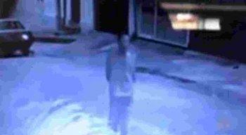Câmeras flagraram várias ações de um mesmo homem