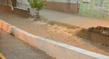 Centro de Arcoverde foi atingido pela chuva