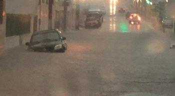 Água da chuva deixou ruas de Arcoverde alagadas