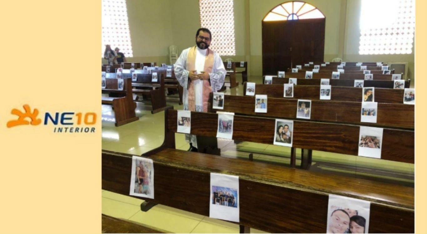 Fotos dos fiéis foram coladas nos bancos da paróquia