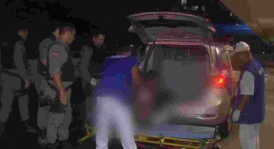 Após assalto, criminosos mandam jovem correr e atiram nele no Arruda