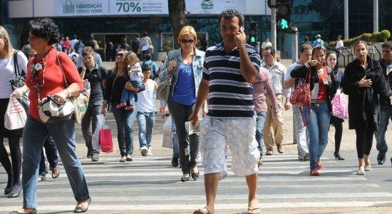 Brasil tem 12,2 milhões de pessoas desempregadas, segundo IBGE