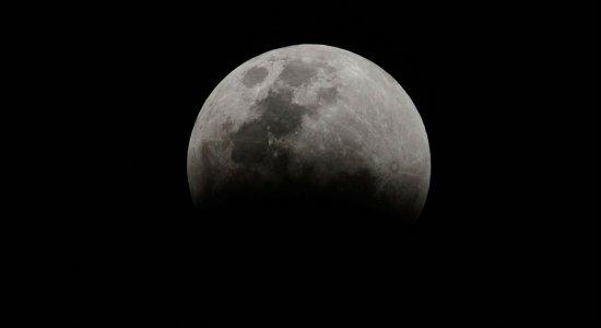 Saiba onde assistir ao vivo o eclipse da superlua na madrugada de quarta (26)