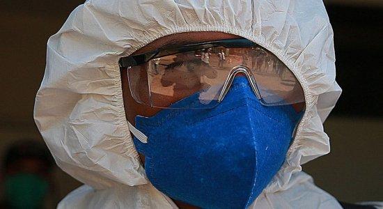Profissional equipado para se proteger do novo coronavírus