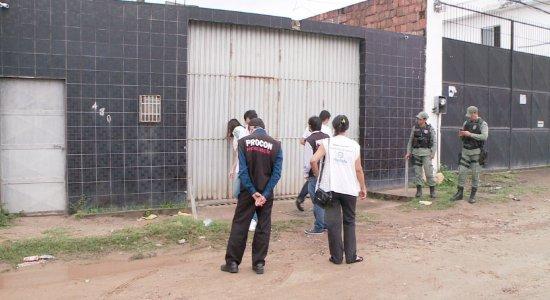 Homem compra álcool em gel, nota diferença e fábrica  é fechada