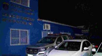 A polícia foi acionada e prendeu o suspeito em flagrante.
