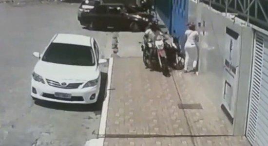 Assalto foi registrado por câmeras de segurança