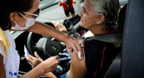 Veja onde se vacinar contra gripe sem sair do carro no Recife