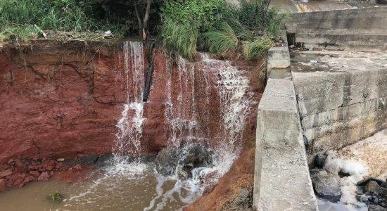 Águas Belas: famílias são retiradas de área por risco de rompimento de barragem