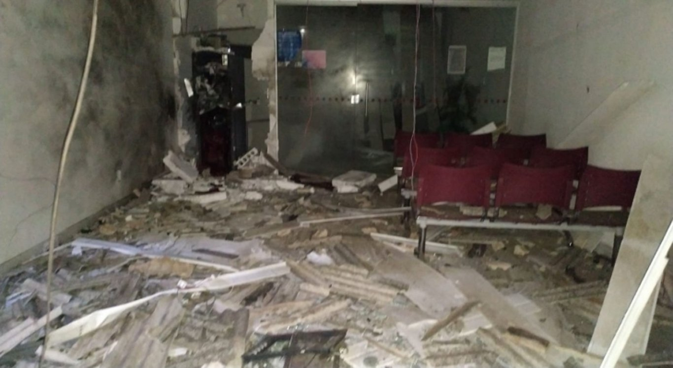 Suspeitos explodem caixa eletrônico em Terezinha
