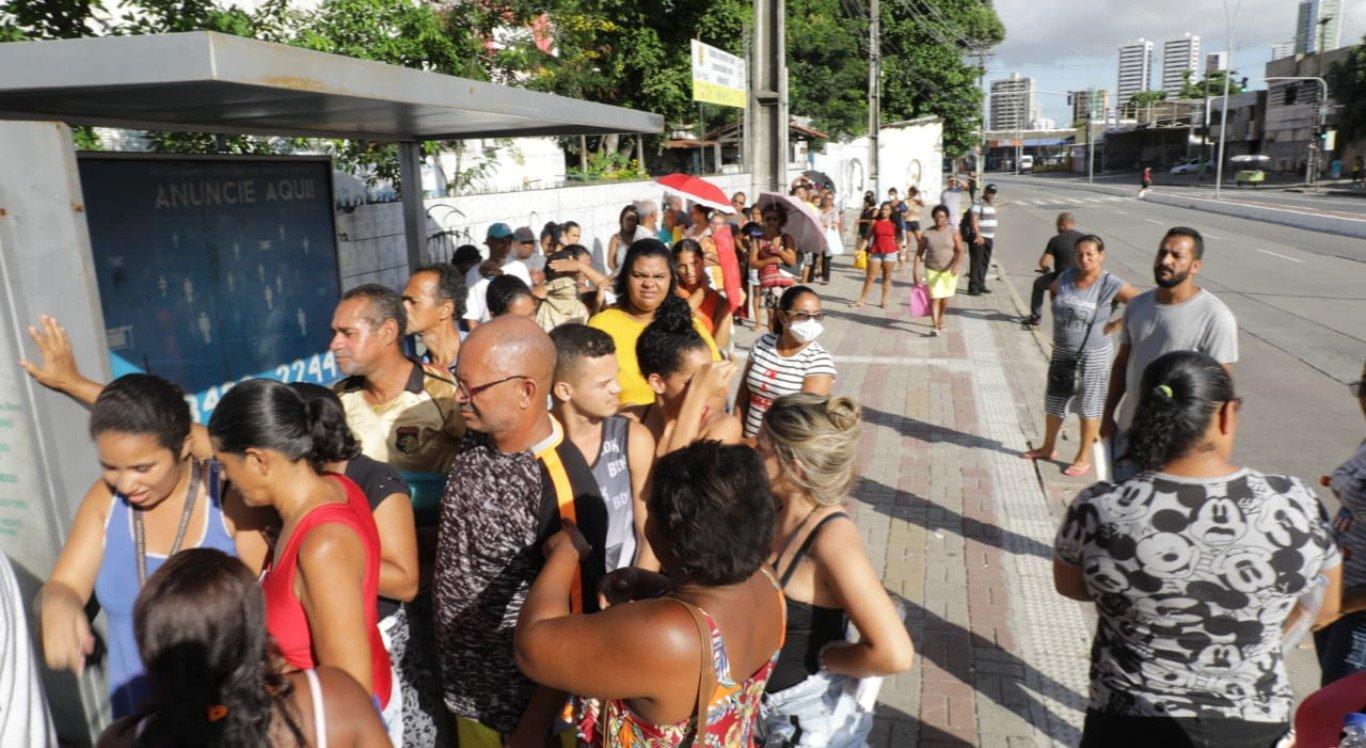 Inscrição do Bolsa Família gera fila em frente ao CRAS