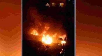 O dono da residência, um idoso, de 60 anos, estava fora de casa, no momento do incêndio