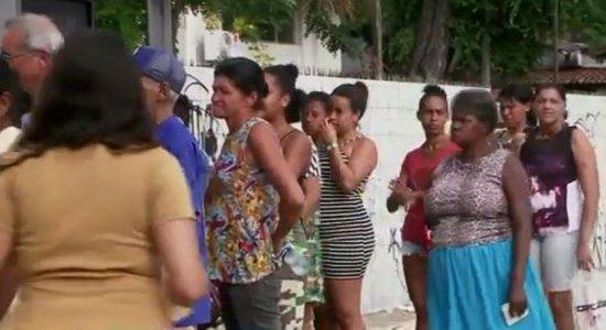 Aglomeração para se inscrever no CadÚnico e receber auxílio de R$ 600 no Recife; saiba como evitar